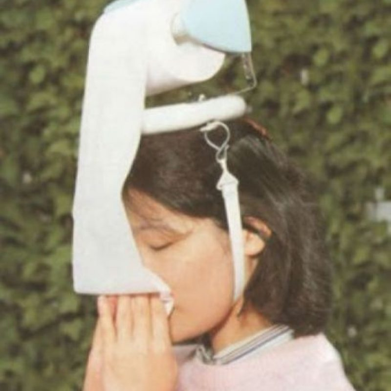Sombrero con papel higiénico. Ideal para la gripe