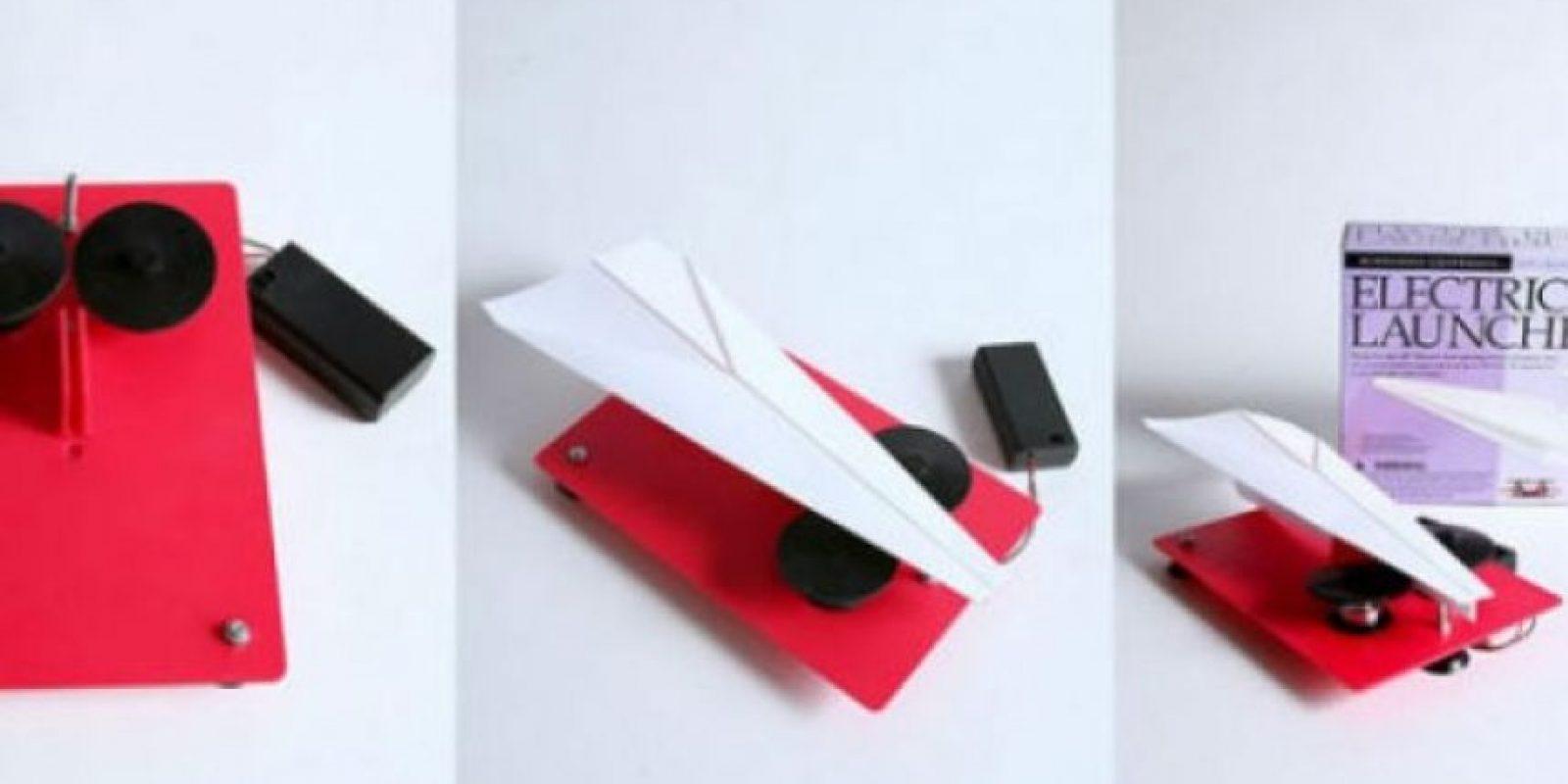 Lanzador eléctrico de aviones de papel