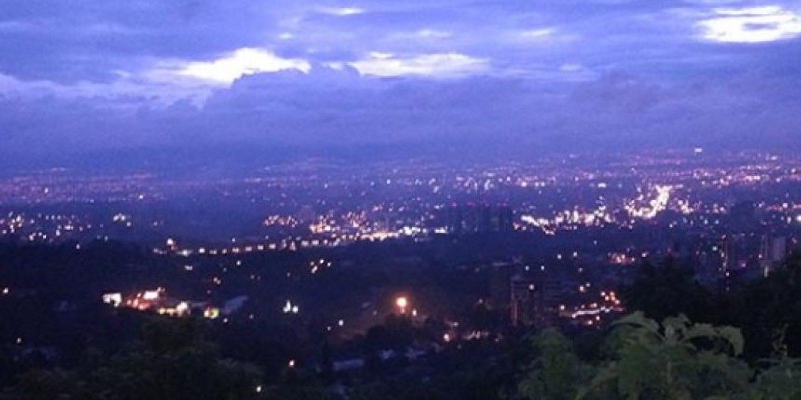Nombre de Foto:El mirador, Carretera a el Salvador (Hermosa vista) Nombre persona: René E. Hernández C.