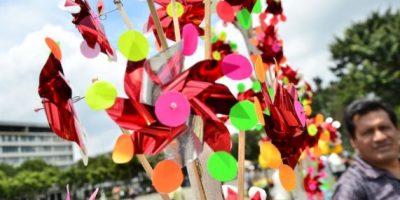 Los colores que se reflejan en los reguiletes cuando chocan con el viento son inolvidables.