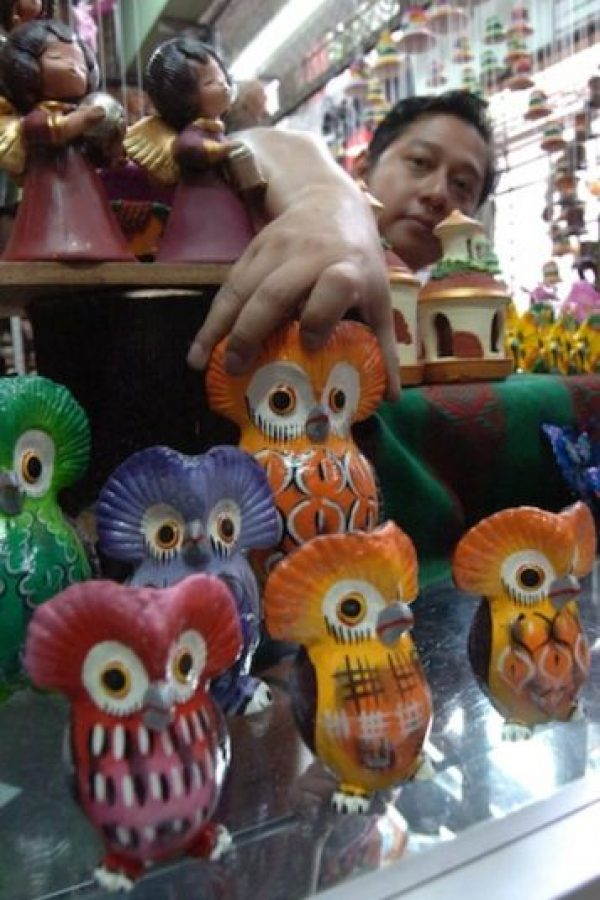 Guardar tus ahorros en carismáticas figuras de barro como tecolotes, ángeles, nacimientos y campanas, que se utilizan como alcancías.