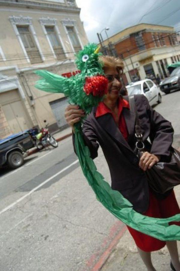 En las esquinas de este sector puedes adquirir piñatas con la figura del quetzal.