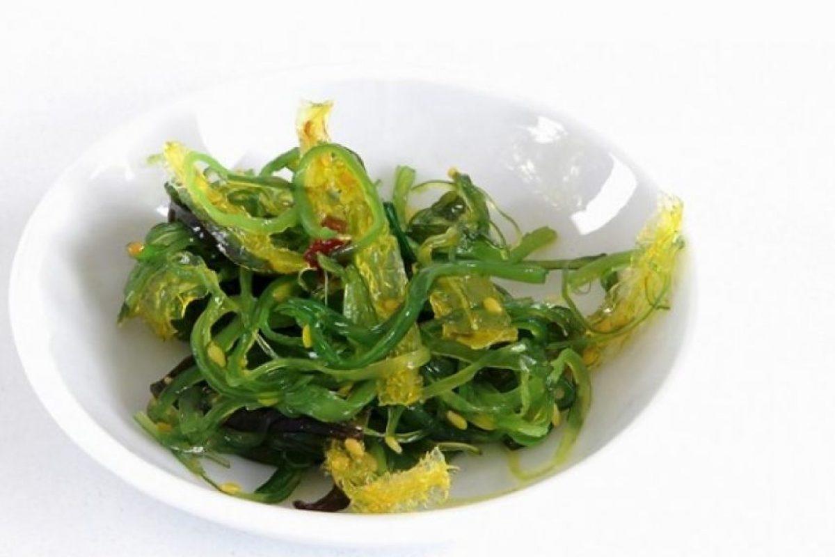Las algas marinas son ricas en iodina, un nutriente esencial del organismo que se requiere para el funcionamiento del tiroides y cuyo déficit causa cansancio y depresión.