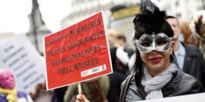FOTOS. Prostitutas manifiestan en París contra multas a sus clientes