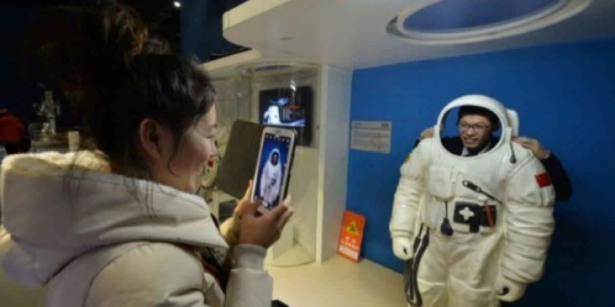 China lanza cohete con vehículo lunar