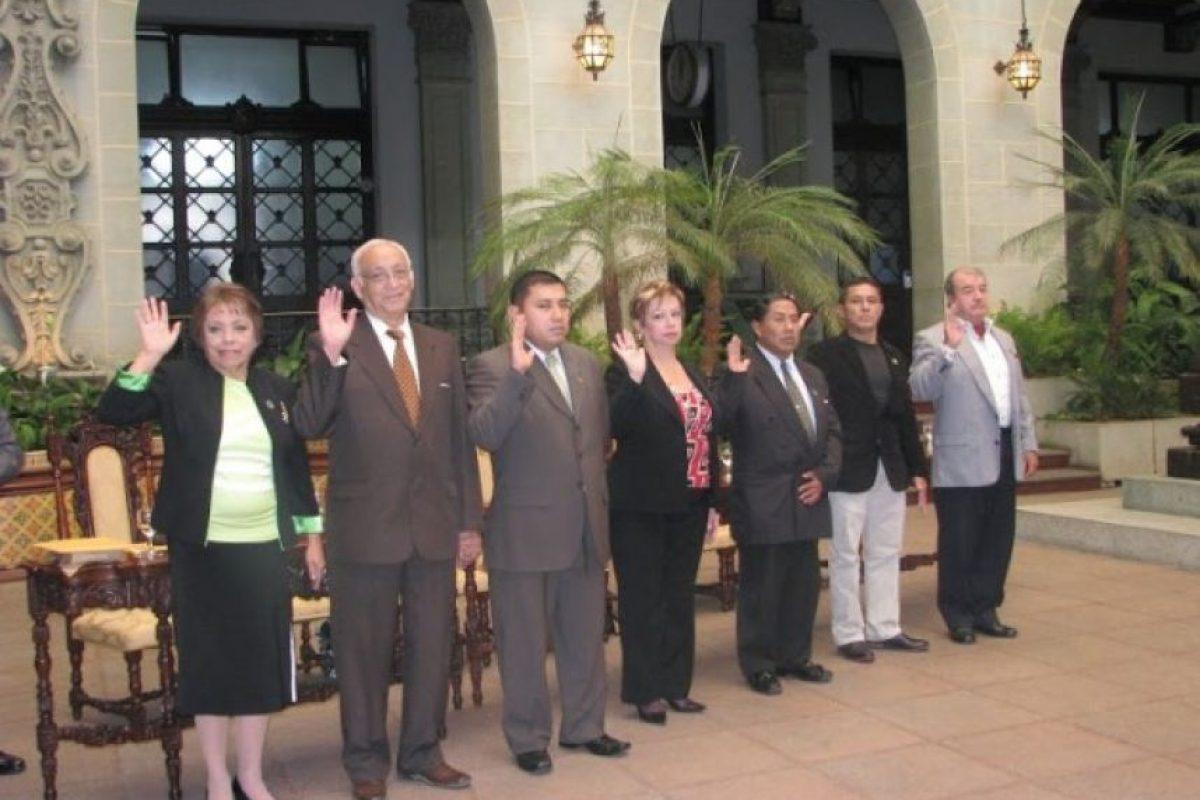 Juramentan a junta directiva 2013-2014