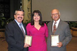 Edgar Archila, presidente de Grupo Emisoras Unidas, Marisol Archila, vicepresidenta de Publinews y Jaime Archila, homenajeado