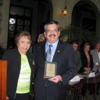 Edgar Archila recibe homenaje por trayectoria