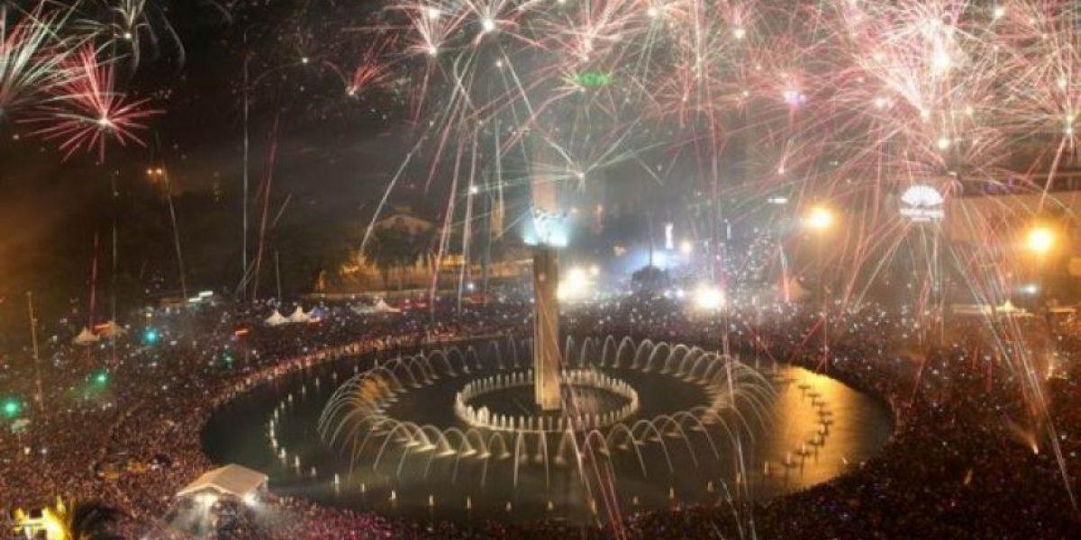 El mundo recibe el Año Nuevo con fuegos artificiales