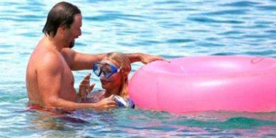 Publican video de Pamela Anderson practicando sexo oral en la playa