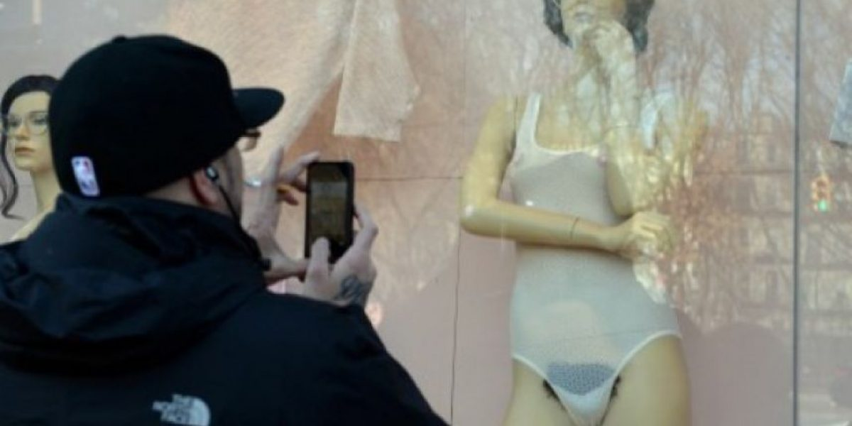 FOTOS: Maniquíes con vello púbico desatan polémica en Nueva York