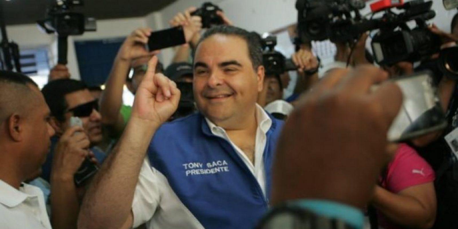 Antonio Saca, candidato por la coalición Unidad, expresidente de El Salvador, busca la reelección. Foto:Facebook Tony Saca