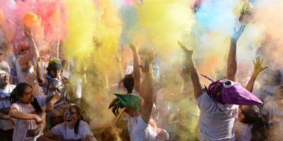 5Arcoíris. Diversión En cada kilómetro, los competidores gozaron de una explosión de color que los llenaba de sonrisas y emoción. AFP
