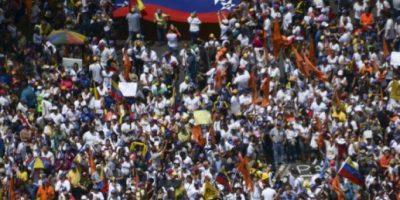 Miles de opositores y chavistas se retan por la paz en #Venezuela