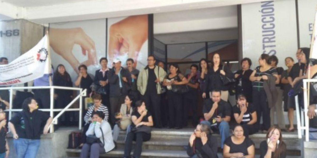 Trabajadores del Infom protestan por aumento salarial