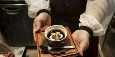 Según los Institutos Nacionales de Salud de Estados Unidos, el café disminuye los niveles de cortisol, lo cual reduce la energía e inhibe el deseo sexual. Foto:Getty Images