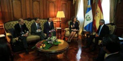 Reina Sofía rompe protocolo para ofrecer asistencia social