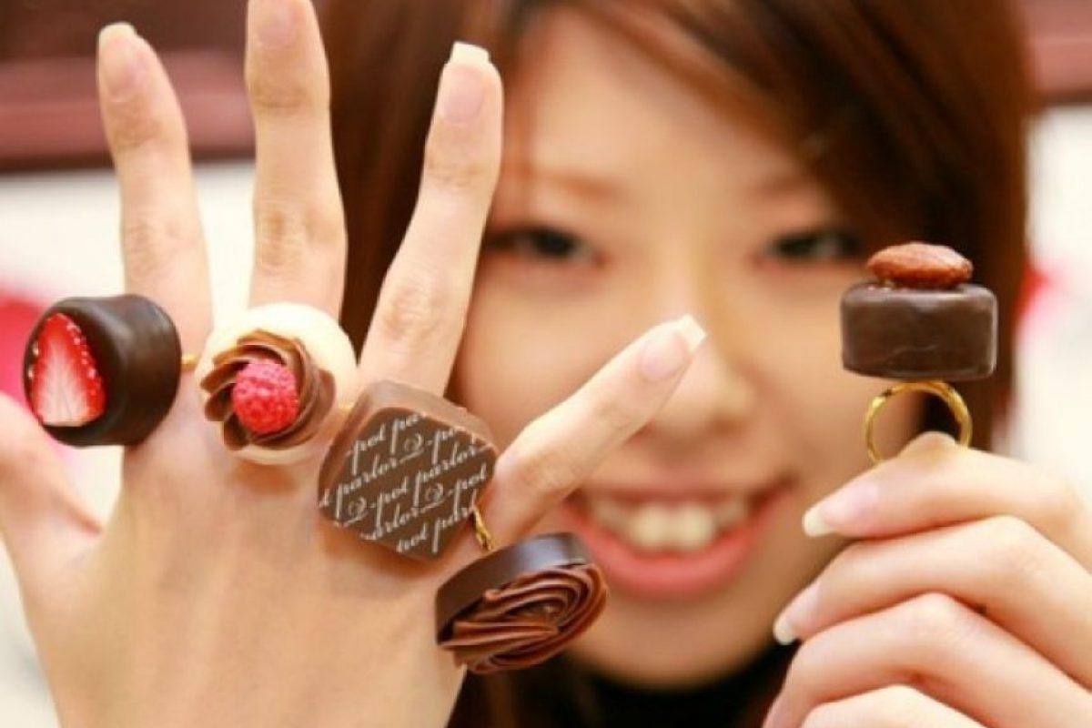 Chocolate. Los científicos predicen que los aumentos de temperatura en la zona de Ghana y Costa de Marfil están afectando el desarrollo del cacao, principal ingrediente del chocolate. Se espera que para el año 2030 se entre en un periodo de crítico de producción.
