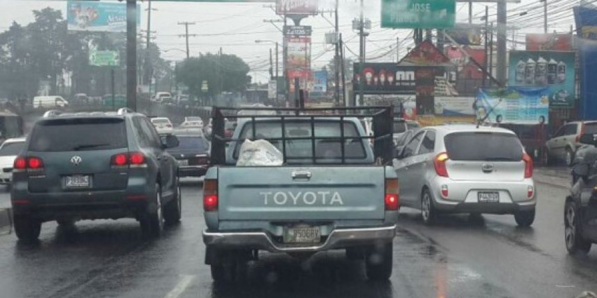 Tormenta matinal atranca la capital guatemalteca
