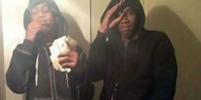 Un par de adolescentes cometieron una serie de robos, entre ellos de un iPhone. Fueron identificados y arrestados después que esta selfie llegara al iCloud del propietario del teléfono.
