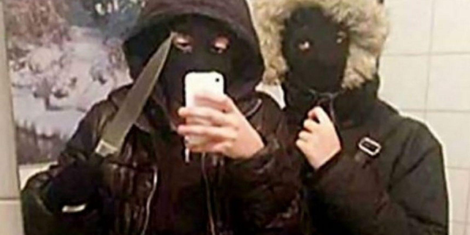 Unos adolescentes se retrataron momentos antes de robar 400 dólares en un restaurante de hamburguesas en Suecia. Según reportes, si la foto no hubiese existido, se habrían escapado fácilmente.