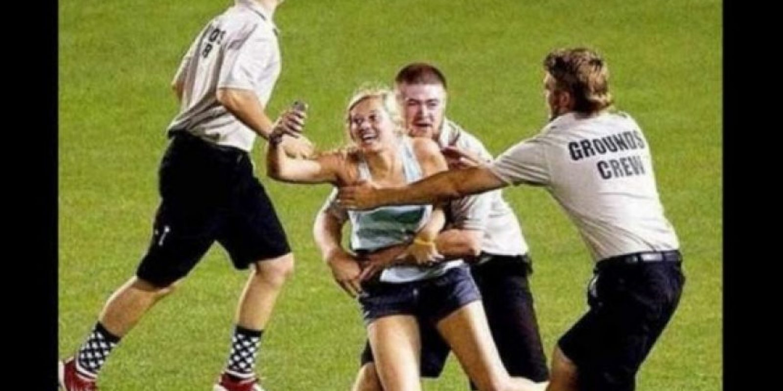 Por saltar al campo de béisbol para tomarse una selfie con su equipo, en la Copa Universitaria 2013, Kayleigh Hill tuvo que pagar una multa por u$s1.500.