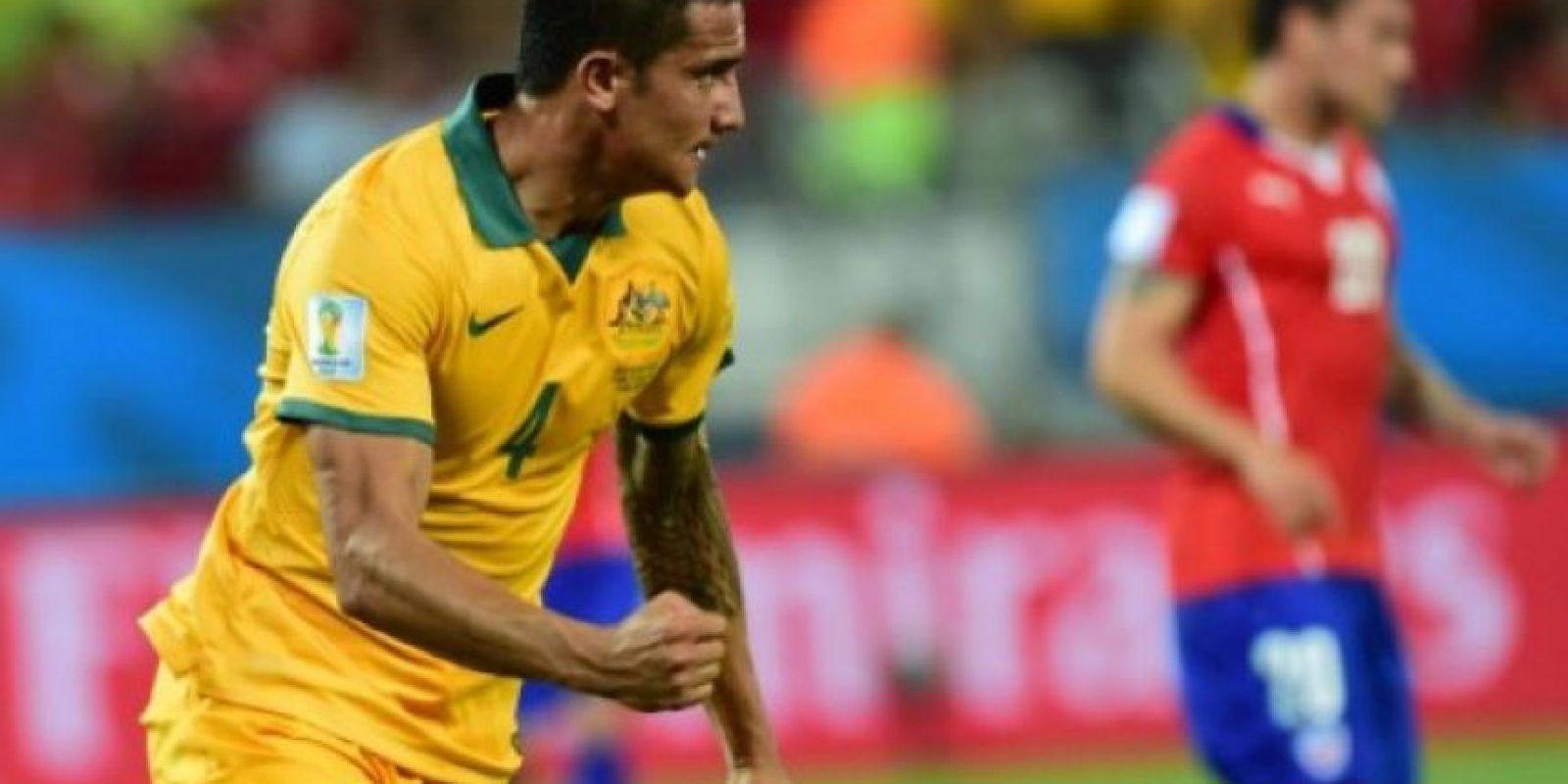 Cahill, de Australia, celebra el descuento del 2-1. AFP