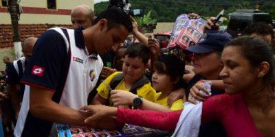 Costa Rica lleva ilusión mundialista a niños desfavorecidos en Brasil