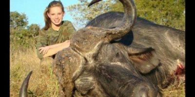 FOTOS. Repudian a adolescente Kendall Jones por cazar animales