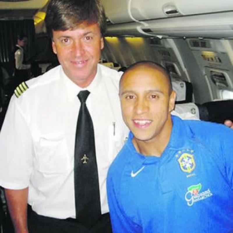 Séguer con Roberto Carlos en uno de los vuelos / Foto:Archivo personal