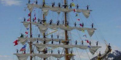El Caballero de los Mares atracará mañana en puerto Quetzal