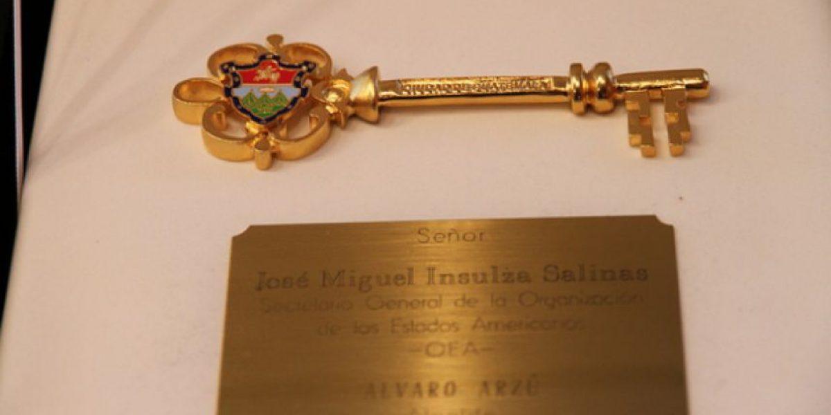 Insulza recibió las llaves de la Ciudad de Guatemala