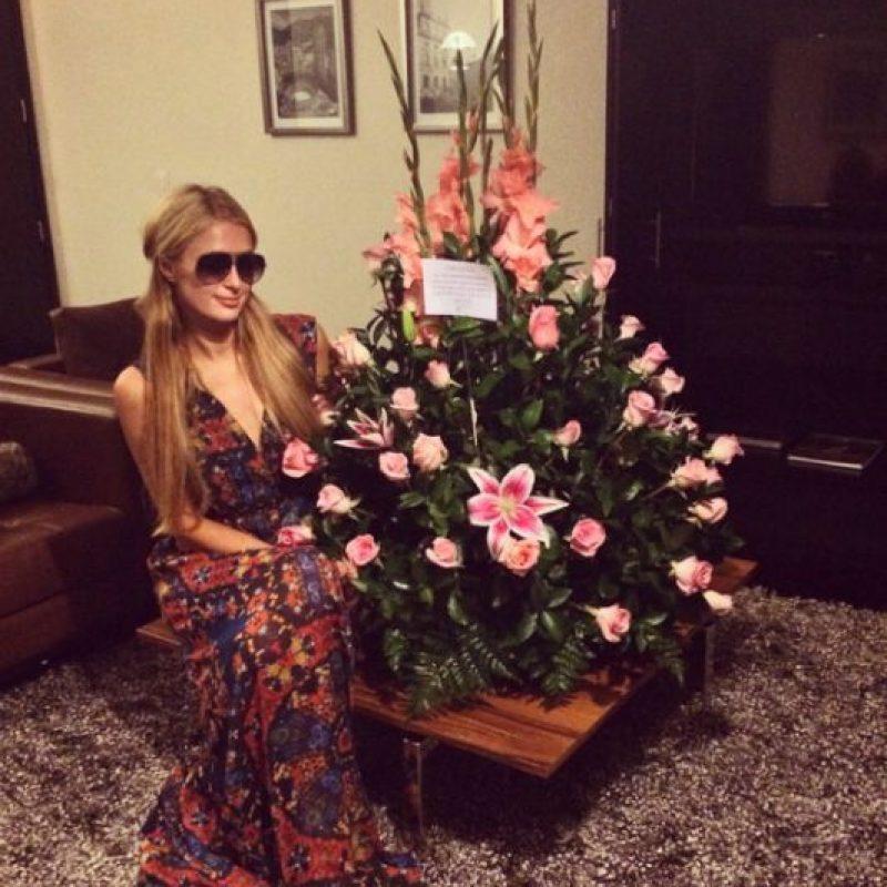 Los colombianos recibieron con flores a Hilton que agradeció el detalle en instagram Foto:Instagram/Paris Hilton