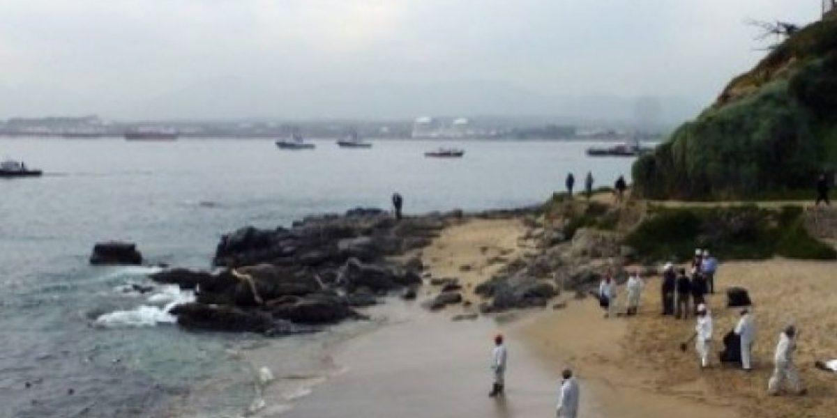 Derraman al menos 3 mil litros de petróleo en el litoral de Chile