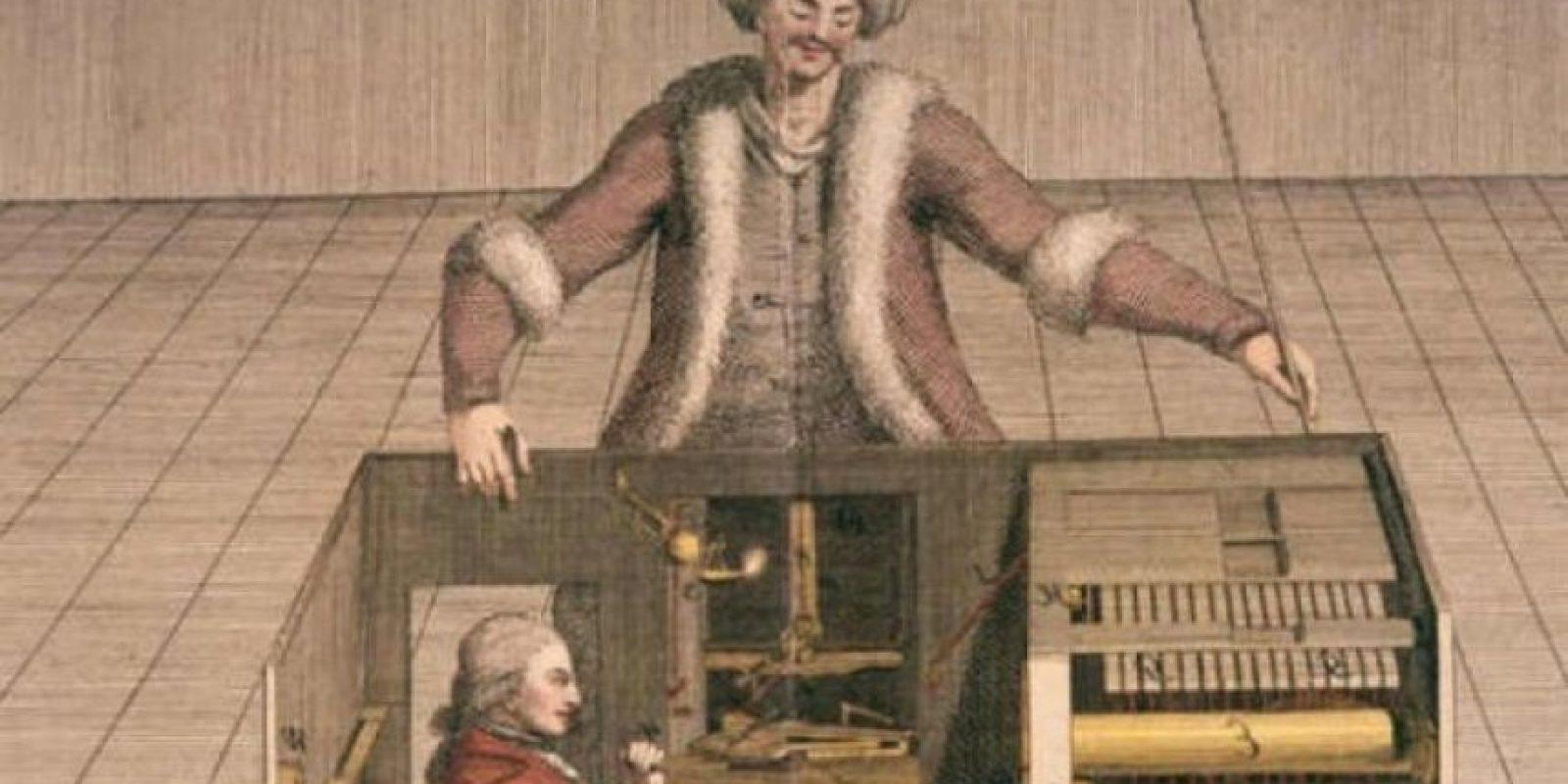 Robots. Aunque no son como los de ahora, los griegos fueron los primeros en construir máquinas que imitaban la figura del ser humano. El primer autómata fue una obra de Arquitas de Tarento, quien hizo una paloma mecánica que simulaba el vuelo de las reales. Foto:Getty Images