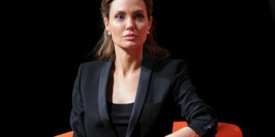 Miles de mujeres previenen el cáncer de mama gracias a Angelina Jolie