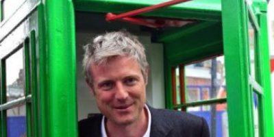 "Londres: Habilitan cabinas telefónicas ""verdes"" para cargar el celular"
