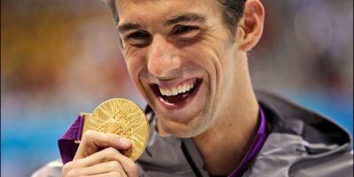 Suspenden a Michael Phelps por seis meses