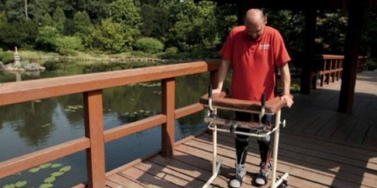 Paralítico vuelve a caminar tras revolucionaria operación