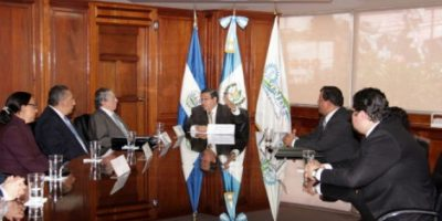 Guatemala y El Salvador firman convenio de electrificación
