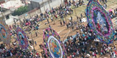 Santiago Sacatepéquez elevó sus tradicionales barriletes gigantes