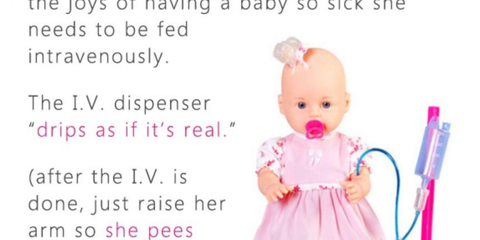 Bebé que se alimenta por vía intravenosa Foto:Reddit