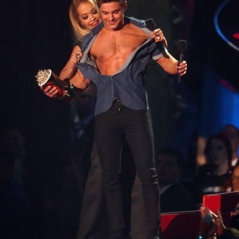 Ella salió abiertamente con la modelo Cara Delvingne para después salir con Zac Efron. Foto:Getty
