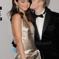 En 2011, Justin besó a Selena en una conferencia de prensa en Indonesia, fue en ese momento que se confirmó su noviazgo. Foto:Getty Images