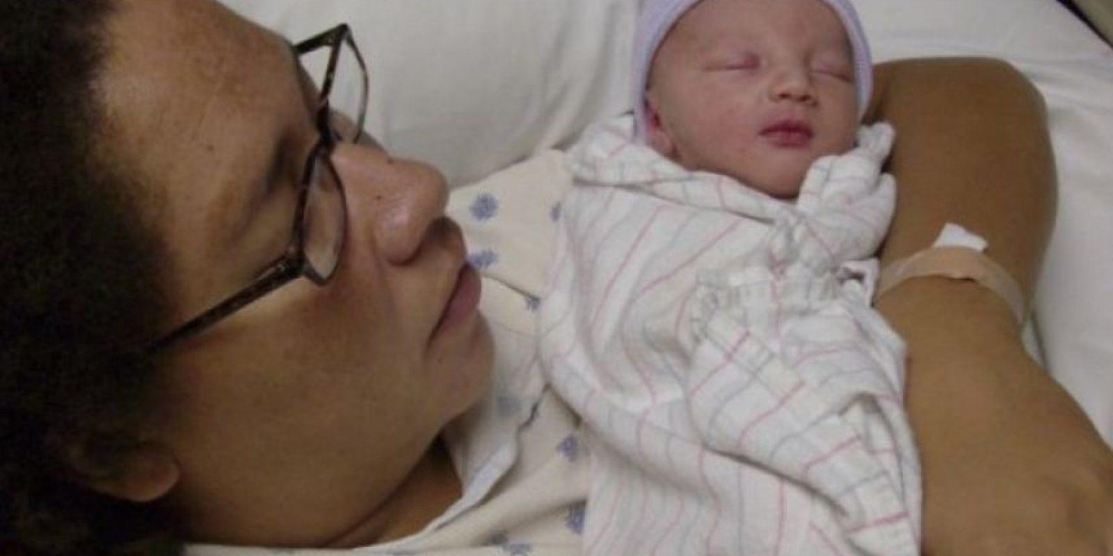 """Otty Sánchez originaría de Denver, Estados Unidos, utilizó dos espadas para desmembrar a su bebé de tres semanas en el año 2009, después masticó los dedos de sus pies, comió parte de su cerebro. Todo esto porque el padre del bebé se fue de la casa. Según ella, """"el diablo le ordenó hacerlo"""". Foto: Murderpedia."""