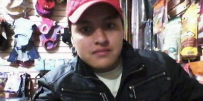Óscar Aguilar trató de hacer un selfie con un arma pero la disparó por accidente y se mató. Foto:Vía Facebook