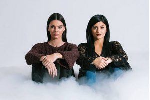 Son hijas de Kris Jenner y Bruce Jenner Foto:PacSun