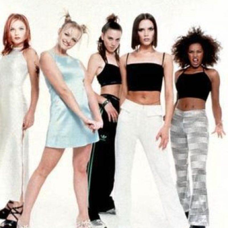 """Primer y único grupo femenino en tener sus 6 primeros singles en el número uno de ventas Foto:Facebook """"The Spice Girls"""""""
