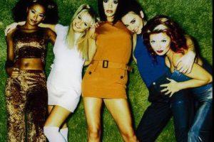 """Único grupo femenino en colocar 39 singles en el top 10 de las listas inglesas Foto:Facebook """"The Spice Girls"""""""