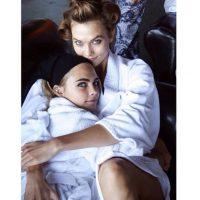 También hubo quienes sospecharon de una relación entre ella y la modelo Karlie Kloss Foto:CaraDelevingne vía Instagram